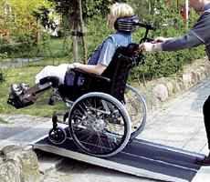 Podjazdy, pochylnie, rampy dla niepełnosprawnych